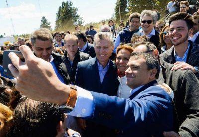 Estira Macri su estadía en Cumelén, salda viejas deudas en el sur y anticipa shock si es reelecto