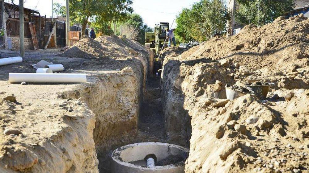 Atención vecinos: la obra de renovación cloacal se muda al Industrial