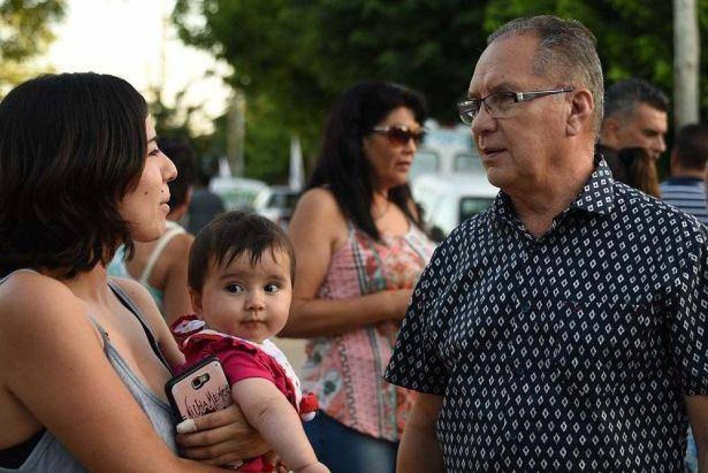 Descalzo inauguró pavimentos en la calle Colombia