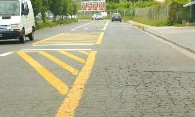 Prueba piloto: Instalarán dársenas de giro para agilizar el tránsito en la calle Caamaño