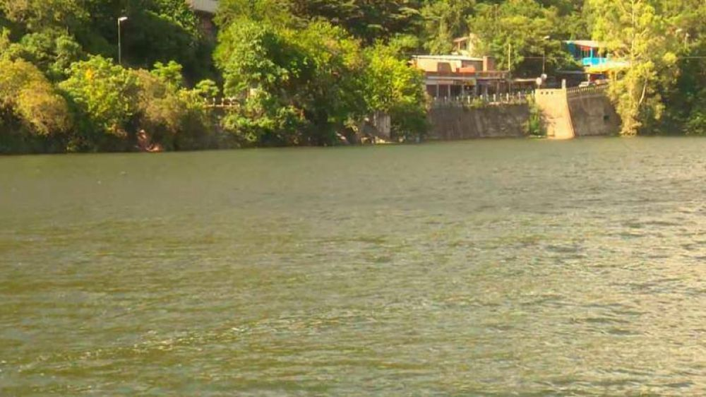 Lago San Roque: denuncian que desechos fecales de unas 200 mil personas van a parar al agua