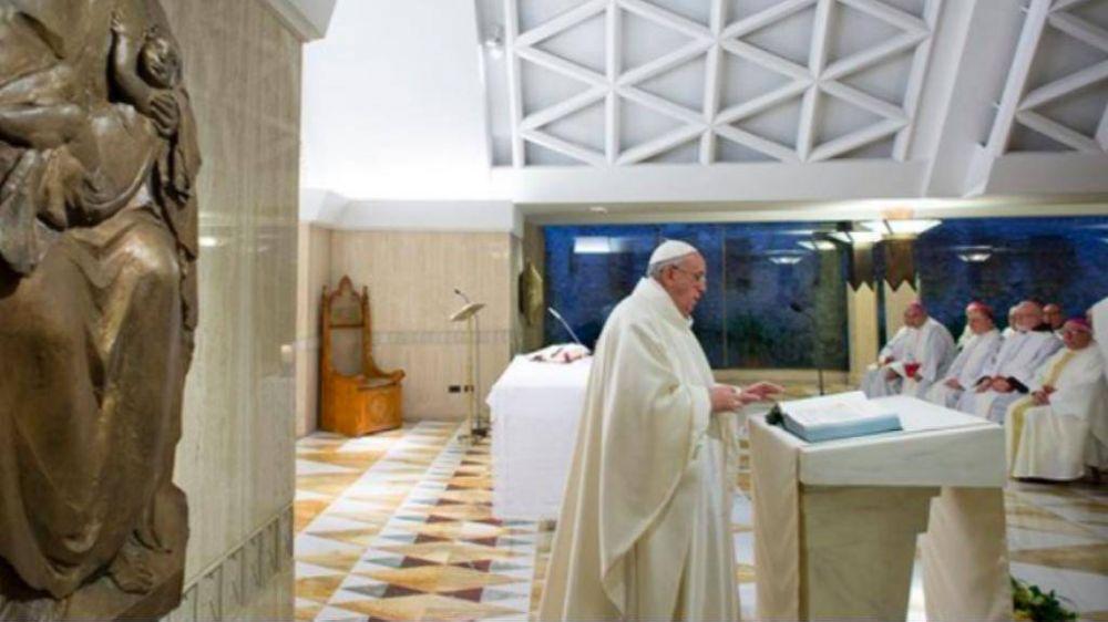 """El Papa: sales de misa, ves un pobre y te das la vuelta. Esa indiferencia es """"odio consciente"""""""