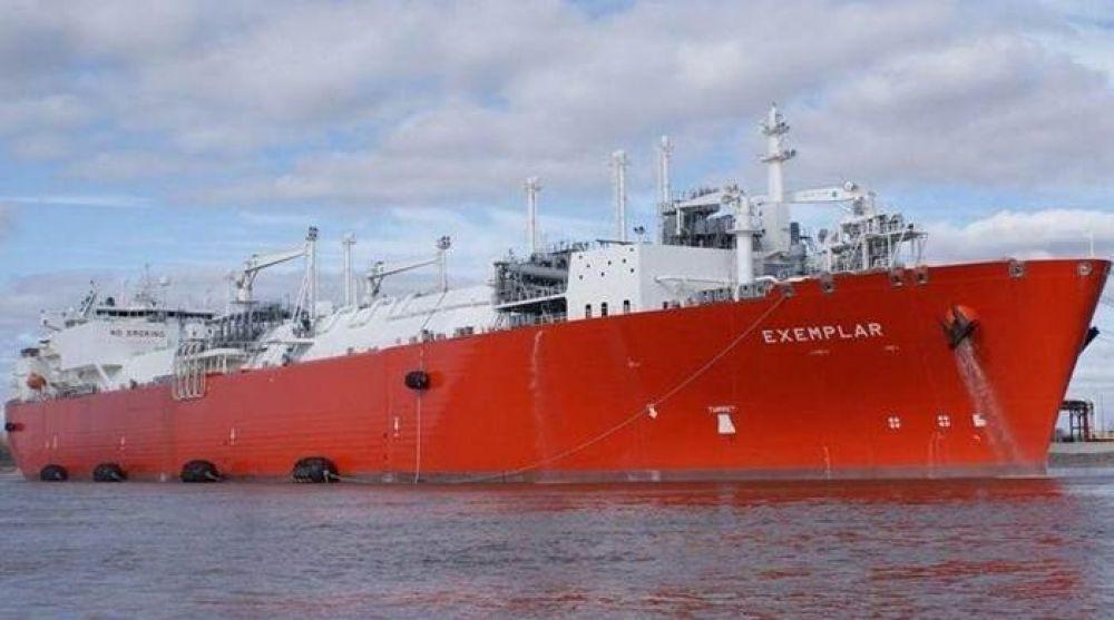 El buque regasificador que Macri despidió en Bahía volverá en invierno