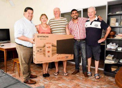 Nedela efectuó la entrega del segundo Smart TV