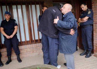 El Intendente Carlos Arroyo acompañó a la familia de la Policía Local asesinada
