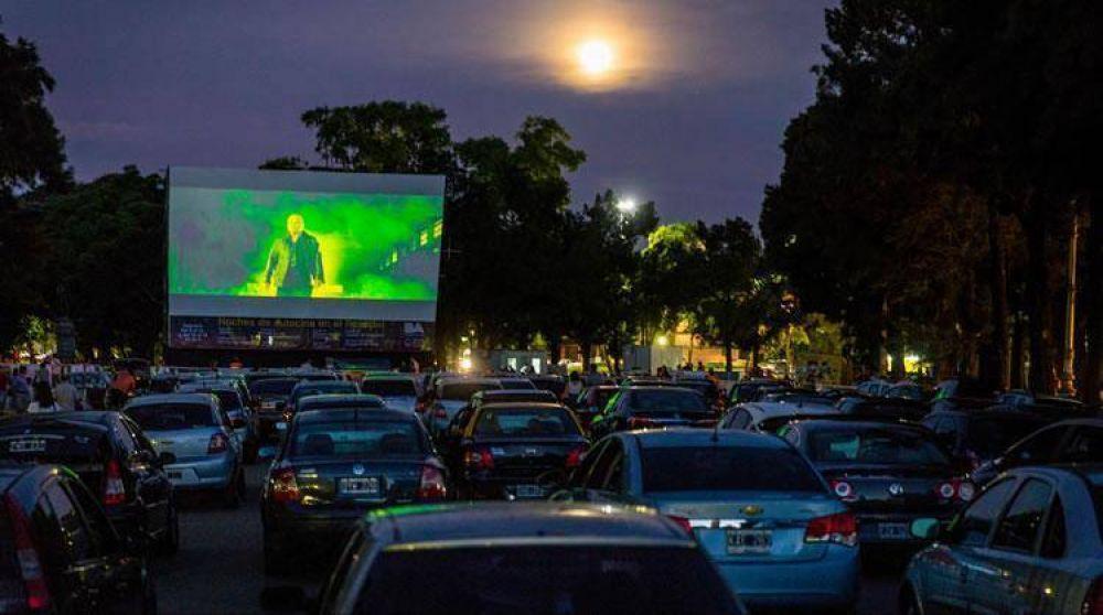 """YPF lleva el """"Cine bajo las estrellas"""" a Pinamar"""