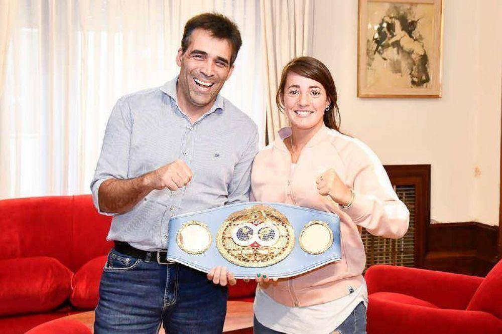 López y Jota Guanini posaron con el cinturón del título mundial