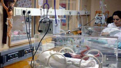 Detectan alta tasa de cesáreas y falencias en maternidades privadas
