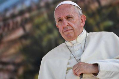 Dos rosarios del papa Francisco para el embajador casado