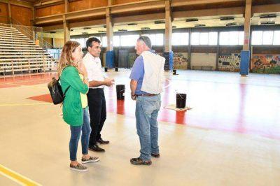 El deporte, en la agenda de la gestión: el Polideportivo luce con piso nuevo