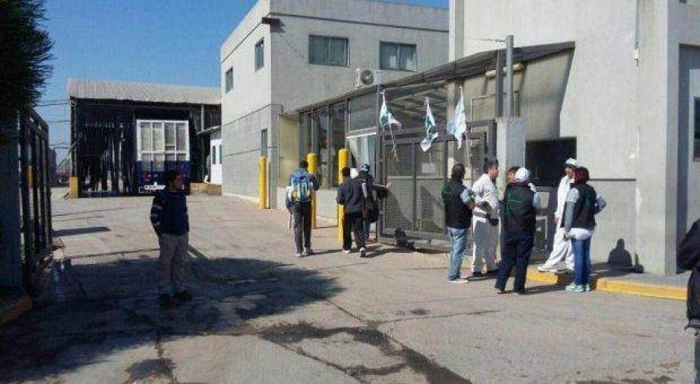La avícola Absolón despidió 30 empleados y se profundiza la crisis en Roque Perez
