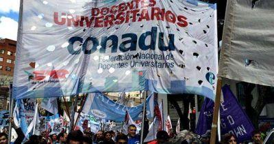 Docentes universitarios dicen que perdieron 15 puntos de poder adquisitivo y piden paritarias con urgencia