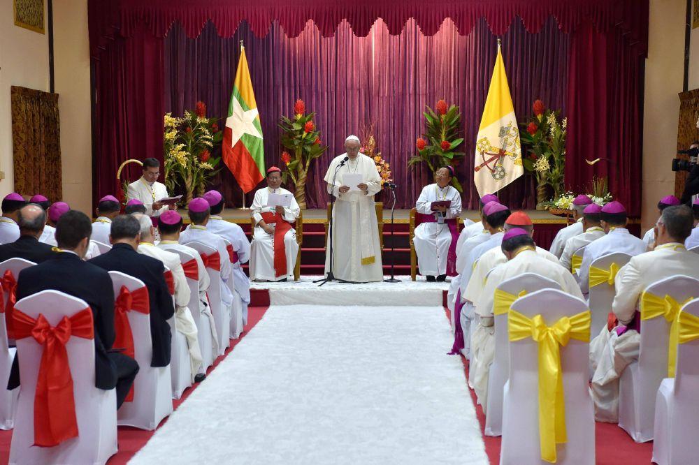 """Asia: El Papa invita a explorar """"nuevos medios y métodos de testimoniar el Evangelio"""""""