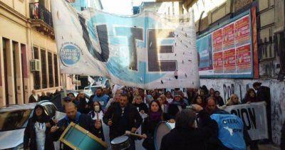 """Docentes porteños piden paritarias """"urgente"""" y advierten que perdieron más de 10 puntos"""