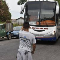 Maleteros bloquean la Terminal de Ómnibus en reclamo por su blanqueo laboral