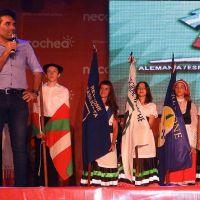 Ante una multitud, López acompañó la apertura de la 17° Feria de las Colectividades