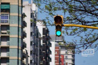 Proponen desplazar los semáforos del cruce de Luro e Independencia