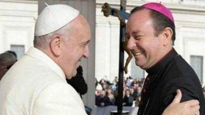 Vaticano insiste en que no hubo denuncias contra obispo rosarino cercano al Papa
