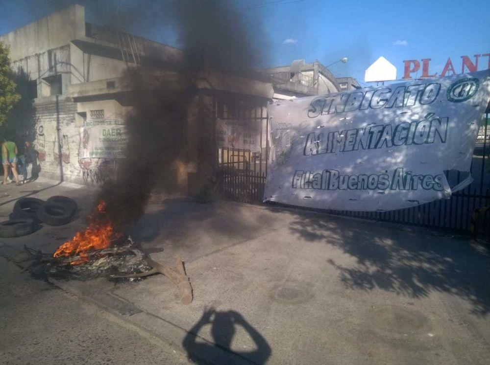 Protesta de STIA Buenos Aires por salarios adeudados en la Planta El Orden