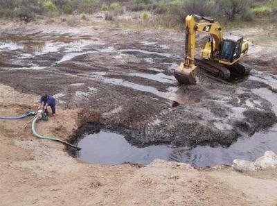Petroleros denuncian despidos en el área Medanito