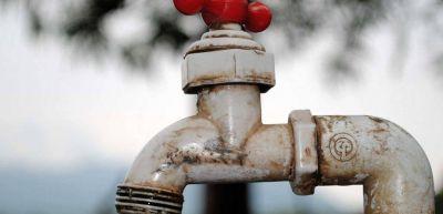 Sin agua potable: tuvieron que cambiar una bomba quemada por los constantes cortes de energía