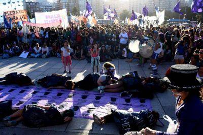 """Marcha y reclamo de """"Ni una menos"""" contra los femicidios"""