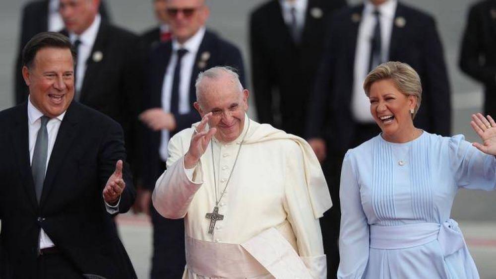 El papa Francisco llegó a Panamá para encabezar la Jornada Mundial de la Juventud