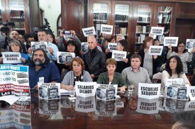 Gremios docentes le piden a Vidal que llame a paritarias para iniciar las clases en marzo