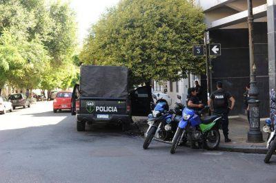 La sede de la Uocra en 50, 3 y 4, con custodia policial