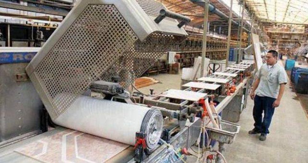 Cerámica San Lorenzo ofrece retiros voluntarios y amenaza con despidos