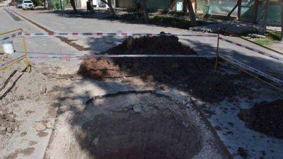 Obras bajo tierra: cloacas para vecinos de Puente de Hierro