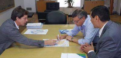 Peppo presentó ante la Nación las 13 obras hídricas para la provincia