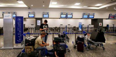 Fin a un largo conflicto: Aerolíneas acordó una suba salarial con los gremios aeronáuticos
