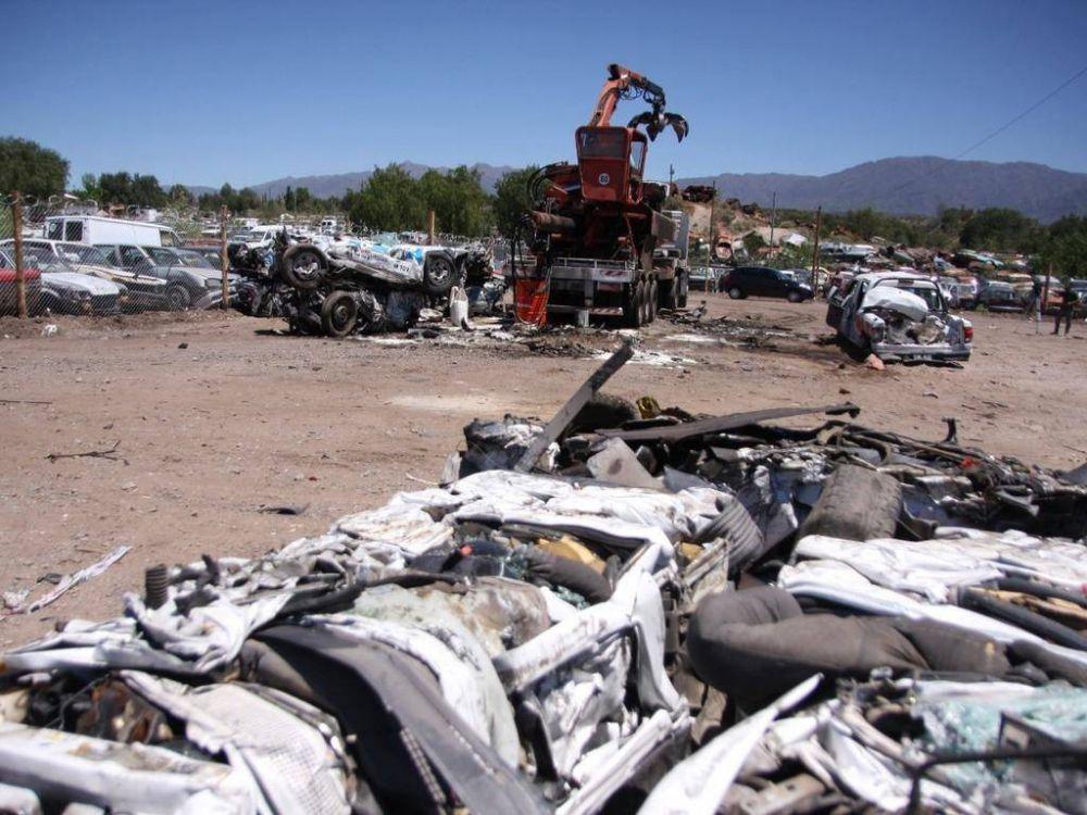 Compactarán 16 mil vehículos para descomprimir playas de secuestros
