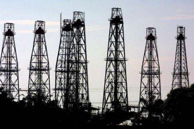 Negocios son negocios: pese a romper relaciones, Venezuela seguirá vendiéndole petróleo a EEEU