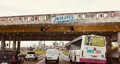 """Candidato efímero: a Baradel le colgaron afiches de """"Gobernador 2019"""" y se bajó de una postulación"""