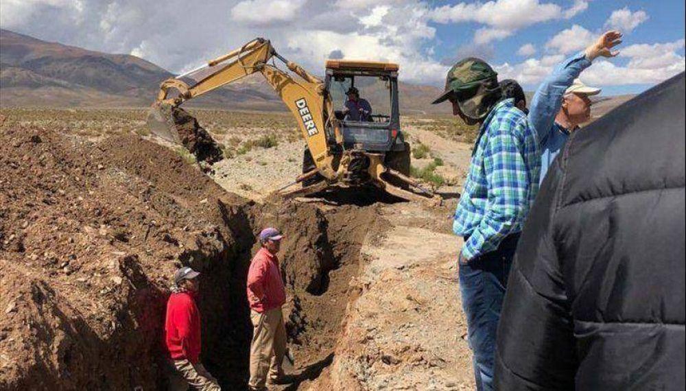 Vecinos y funcionarios visitaron las obras del acueducto El Acay