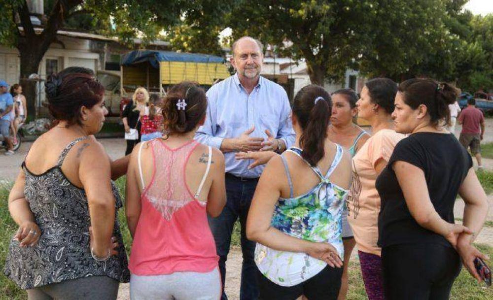 Perotti se reunió con vecinos de Villa Gobernador Gálvez