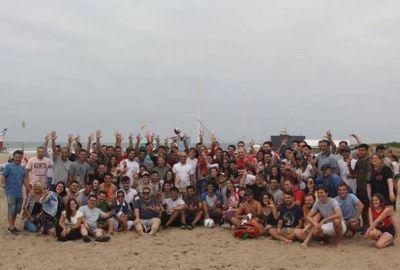 Baragiola y Maxi Abad junto a jovenes mostraron al radicalismo unido en las playas