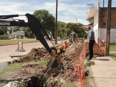 Reino observó obra de recambio de cañería de agua y extensión de la red cloacal