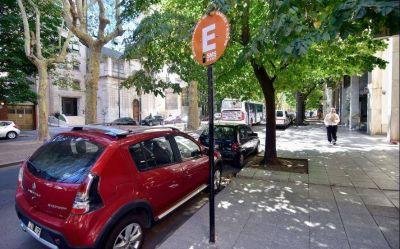 El estacionamiento medido en La Plata vuelve a funcionar desde este viernes en su horario habitual