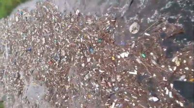 Video muestra cómo la basura tucumana llega de a toneladas al dique de Las Termas