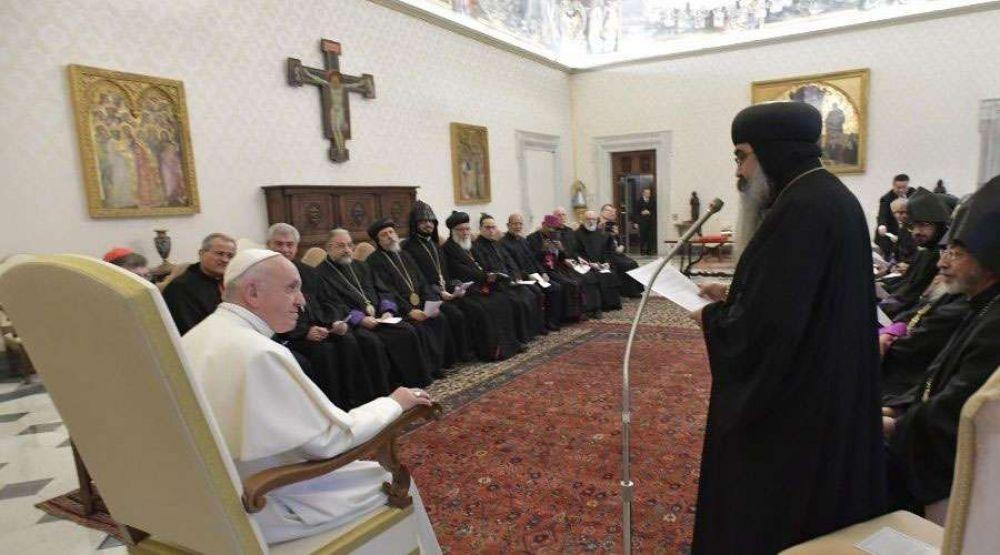 El Papa pide que Oriente Medio se convierta en tierra de paz y no en campo de batalla