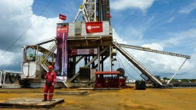 PDVSA: cae la producción de petróleo un 65% y aumenta la presión económica sobre Maduro