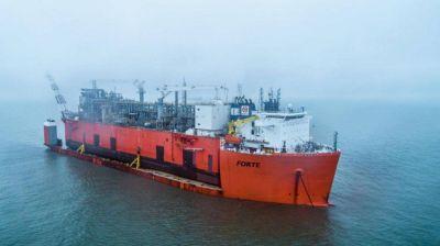 Llega a Bahía la barcaza de YPF que licuará para exportar el gas de Vaca Muerta