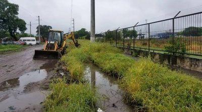 Recursos Hídricos limpia canales de desagüe y pide a la población no arrojar basura