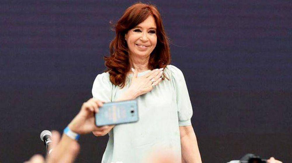 En las sombras, Cristina arma listas en las provincias y alimenta su candidatura