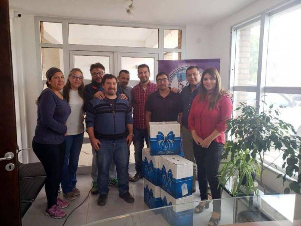 Petroleros Jerárquicos donaron alimentos a APANE en Sarmiento