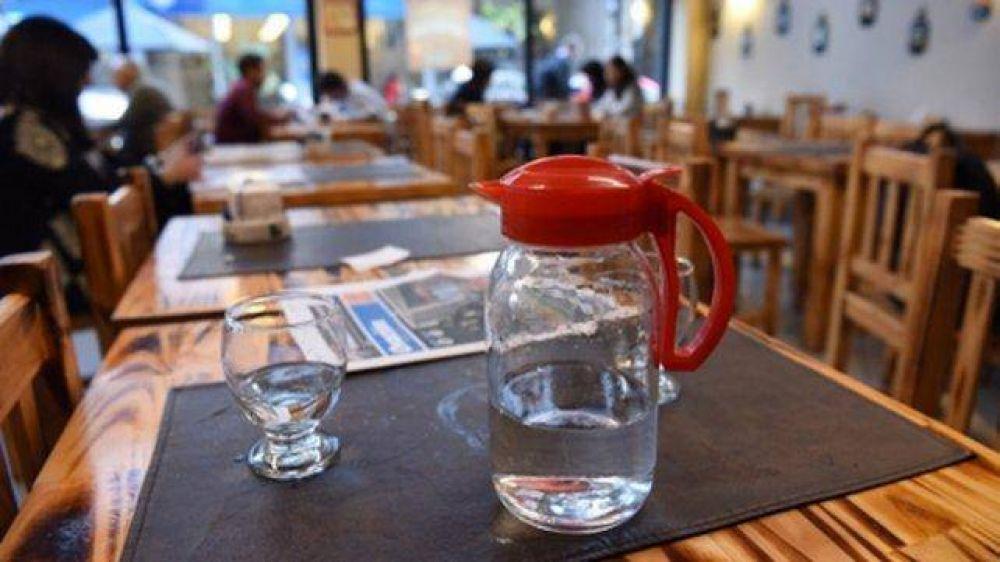En Rosario sancionarán a los bares que no dispongan agua gratis