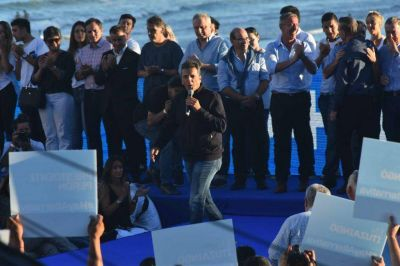 """Massa llamó a construir una nueva mayoría para """"ponerle fin a un gobierno que fracasó"""""""